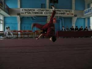 Александр Моренков (Новосибирск) – серебряный призер многоборья среди кадетов. Прыжок «цекунфань»