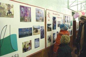 Праздник украсила выставка рисунков про Восток учащихся школы искусств и фотографии Сергея Суховея